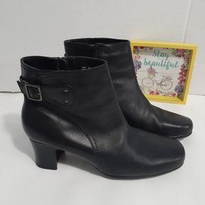 Clarks Women's Side Zip Black Ankle boots Size 8.5